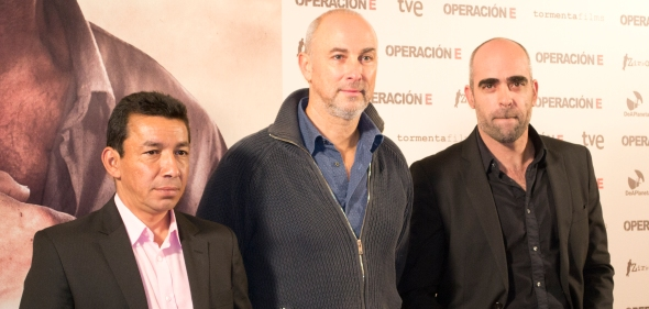 Crisanto, Courtois y Tosar posan para los fotógrafos